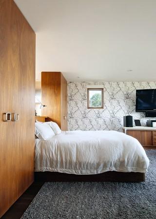 现代简约风格卧室三层半别墅浪漫婚房布置卧室榻榻米床效果图