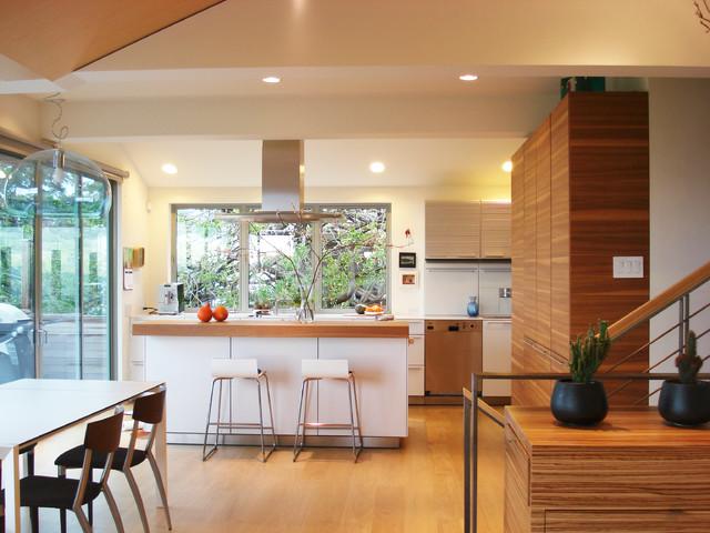 欧式风格2013年别墅简单温馨实木餐桌效果图
