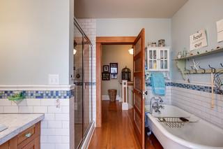 欧式风格卧室3层别墅温馨装饰独立式浴缸效果图