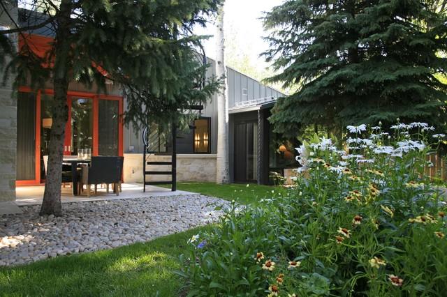 现代简约风格三层别墅低调奢华厨房窗户效果图