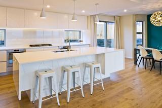 低调奢华白色室内开放式厨房客厅开放式厨房吧台效果图