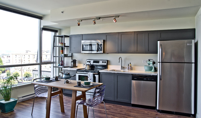 2017 for Small straight line kitchen designs
