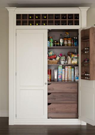 现代简约风格实用客厅白色门开放式厨房吧台装修