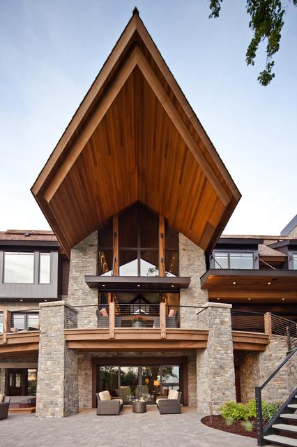有木质屋檐的现代别墅
