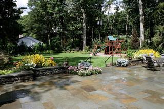 简欧风格别墅庭院装修 鲜花朵朵绿树成荫