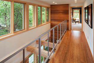 城市中实木装修的绿色别墅