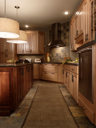 大气原木色家居开放式厨房过道吊顶效果图