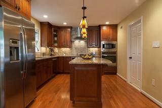 小户型公寓现代简洁原木色木地板专卖店图片