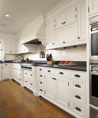 白色地毯开放式厨房地板图片