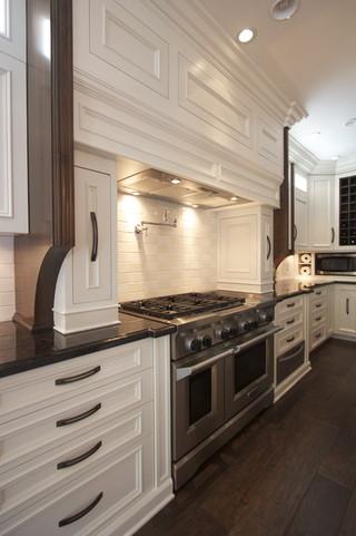 三层小别墅豪华客厅白色门橱柜设计图纸