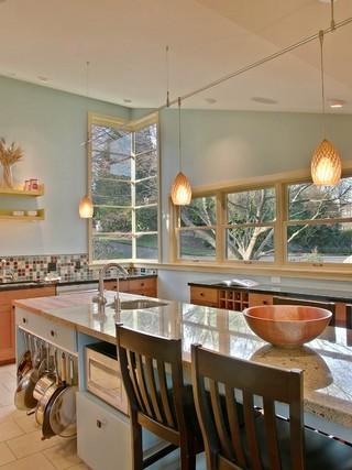 大户型简单温馨实木圆餐桌图片