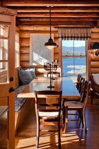 东南亚风格家具一层半别墅浪漫婚房布置飘窗书桌图片