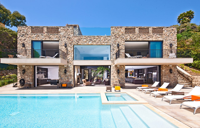 明丽的海岸线上的一颗明珠 舒适现代风格别墅
