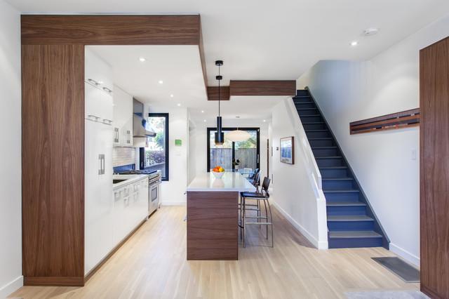 现代简约风格餐厅复式客厅浪漫婚房布置室内旋转楼梯设计图