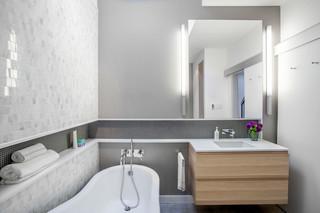 现代简约风格卧室复式浪漫卧室浴缸龙头图片