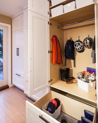 现代简约风格厨房复式二楼卧室温馨简易衣柜安装图