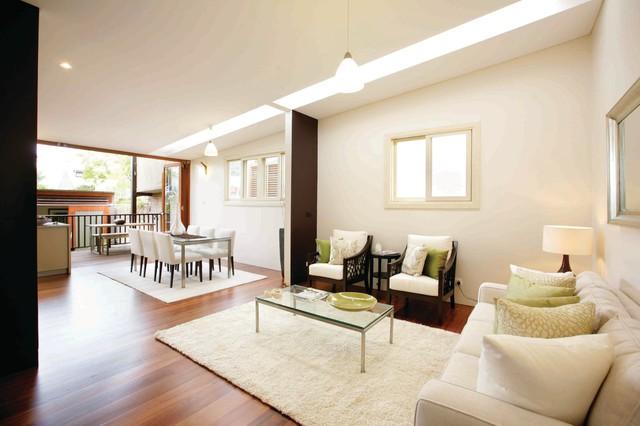 现代简约风格卫生间浪漫卧室富裕型实木沙发客厅图片