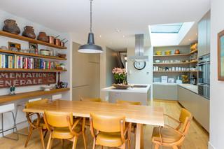 现代简约风格餐厅唯美富裕型实木餐桌图片