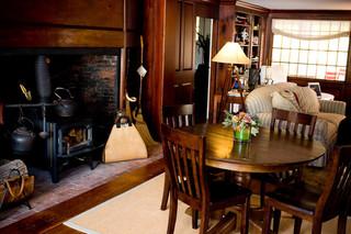 现代简约风格餐厅实用客厅经济型实木餐桌图片