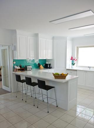 现代简约风格厨房简单实用经济型红木餐桌图片
