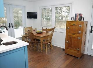 现代简约风格一层半小别墅小清新宜家椅子图片