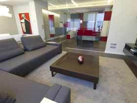 西班牙现代灰色红色搭配公寓
