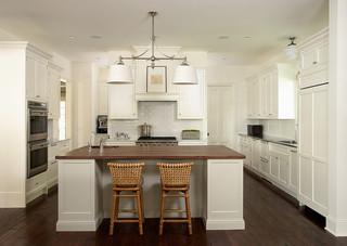 房间欧式风格三层平顶别墅舒适客厅与餐厅隔断装潢