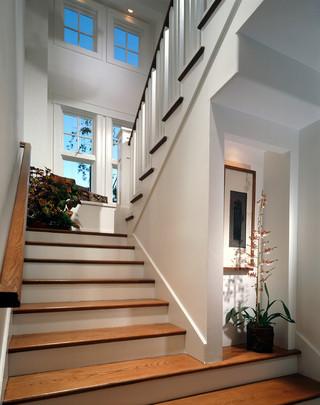 欧式风格一层半别墅舒适室内阁楼楼梯效果图