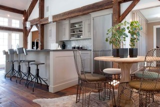 现代简约风格卧室酒店公寓温馨装饰实木圆餐桌图片