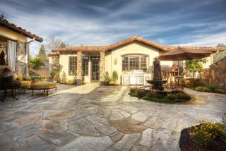 现代简欧风格三层独栋别墅温馨卧室露台花园设计