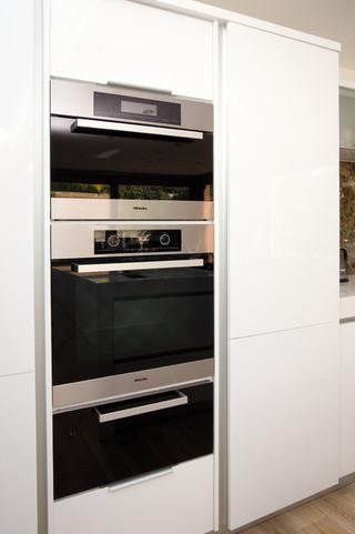 现代欧式风格2层别墅简洁卧室小家电图片