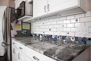 欧式风格卧室老年公寓简洁卧室大理石餐桌图片