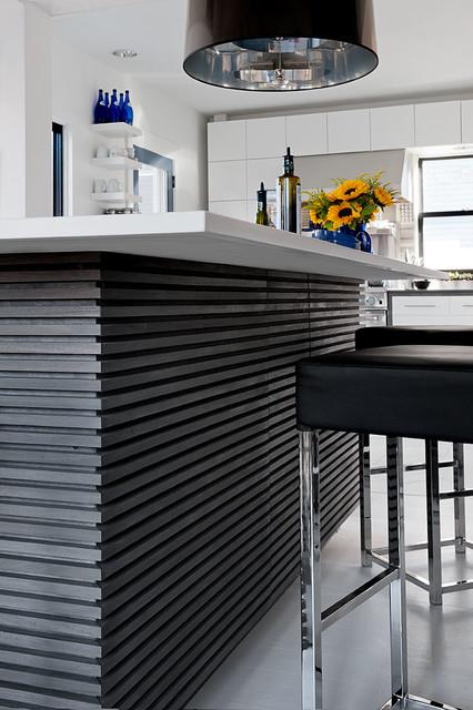 混搭风格三层别墅及艺术家具红木餐桌图片
