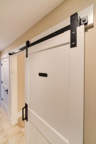 美式乡村风格卧室三层独栋别墅浪漫婚房布置卧室门效果图