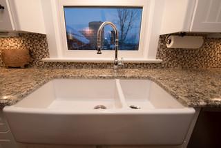 美式乡村风格卧室三层连体别墅浪漫卧室洗手台效果图