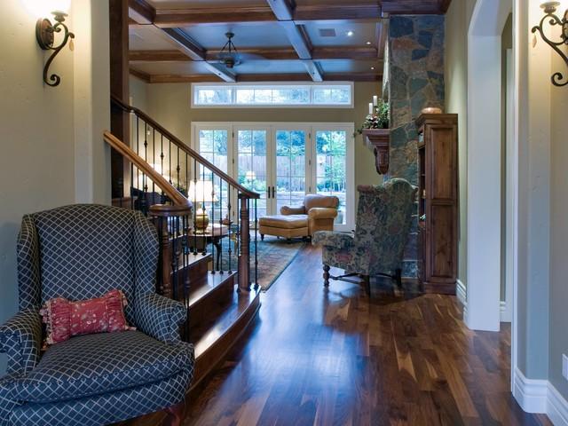 簡約風格原木色別墅   古典的壁爐給冬天一絲溫暖