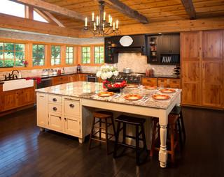 美式乡村风格客厅2013别墅简单温馨原木色家居装修效果图