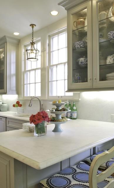 现代美式风格一层半别墅豪华厨房红木餐桌图片