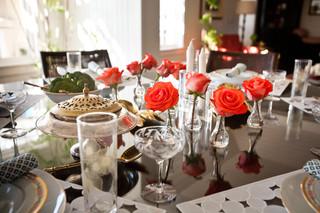 地中海风格室内浪漫婚房布置白色简欧风格圆形餐桌效果图