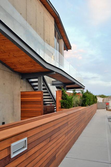 现代简约风格卧室海边别墅时尚简约阳台护栏装修效果图