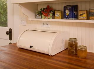 中式古典白色门2013家装厨房实木餐桌图片