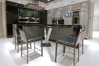 现代简约风格时尚卧室红木餐桌图片