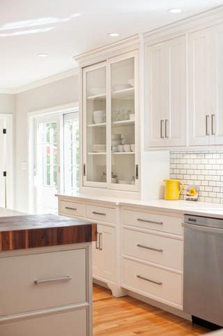房间欧式风格单身公寓厨房白色简欧风格红木餐桌图片