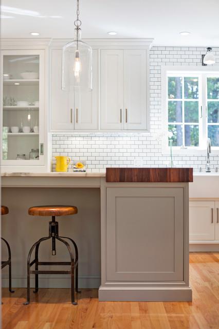 现代欧式风格小型公寓白色欧式红木餐桌图片