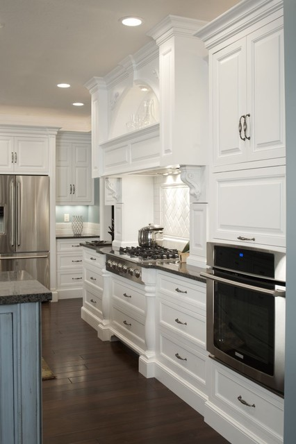现代白色调厨房