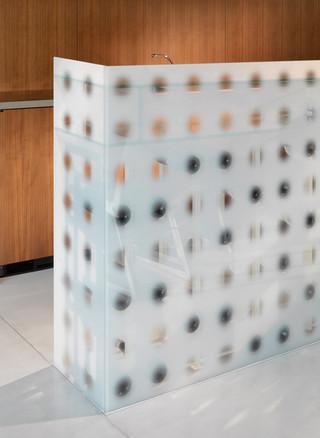 现代简约风格厨房白领公寓时尚衣柜镂空隔断装修图片
