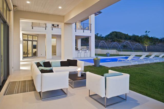 现代简约风格卧室浪漫婚房布置冷色调露台花园效果图