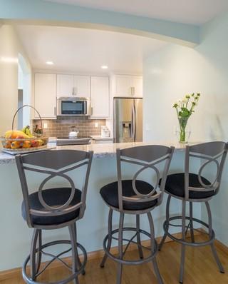 时尚家具白色家具4平米小厨房吧台椅效果图