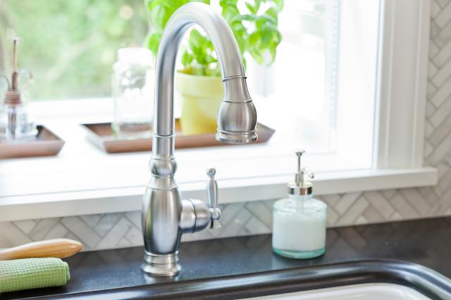 浪漫卧室白色家具2013厨房吊顶洗手台效果图