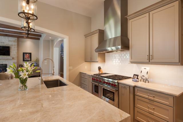 美式风格客厅暖色调豪华型5平方厨房客厅过道吊顶装修效果图
